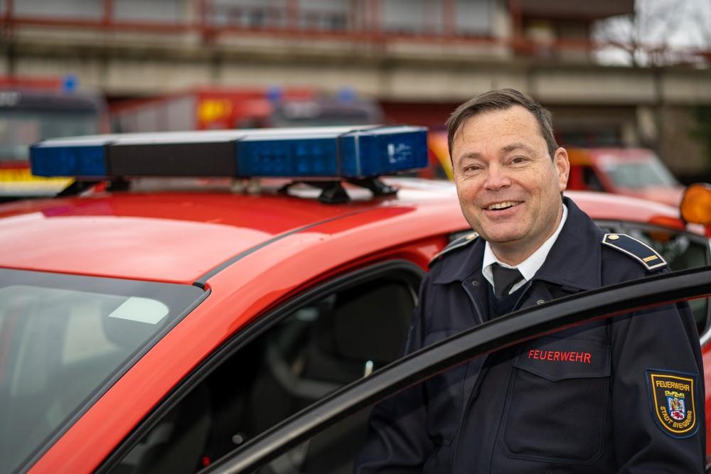 Das Bild zeigt den Leiter der Feuerwehr Torsten Becker