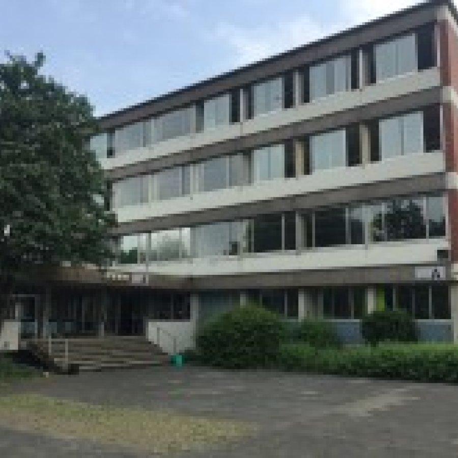 Das Bild zeigt das Wirtschaftsgymnasium in Siegburg
