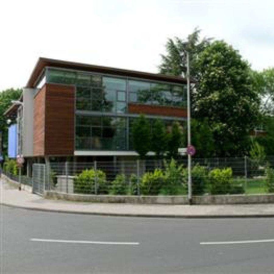 Das Bild zeigt das Gebäude des Gymnasiums Siegburg Alleestraße