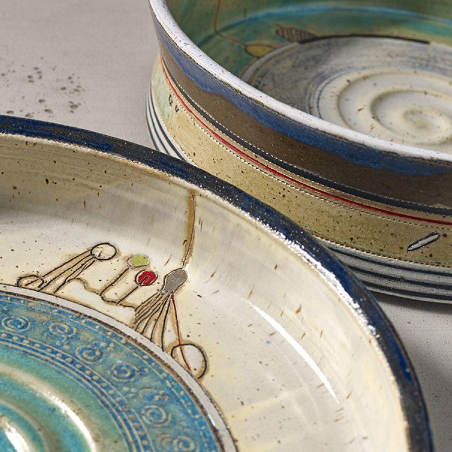 Das Bild zeigt Schalen aus Keramik