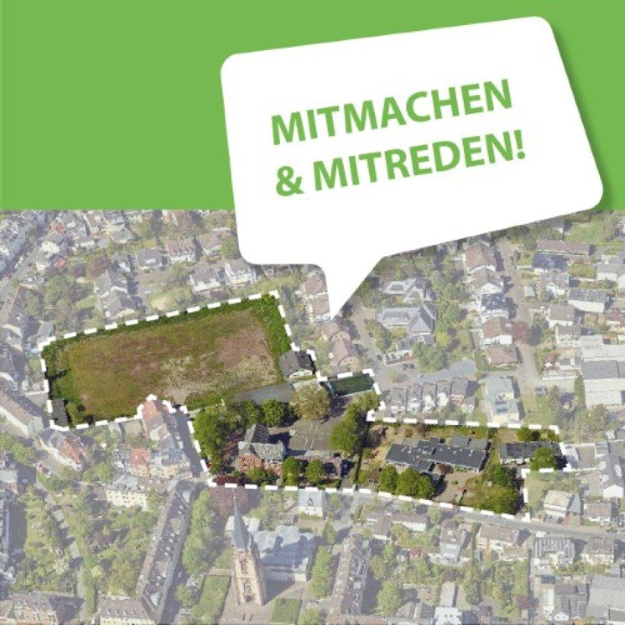 Luftbild vom ehemaligen Sportplatz an der Waldstraße. Darüber der Slogan Mittmachen und Mitreden