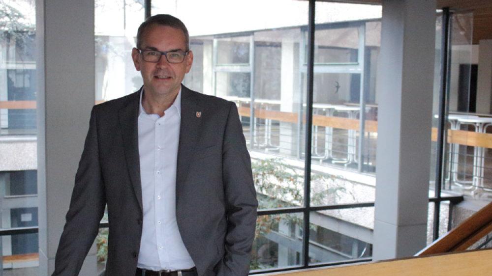 Das Bild zeigt den Bürgermeister der Kreisstadt Siegburg - Stefan Rosemann