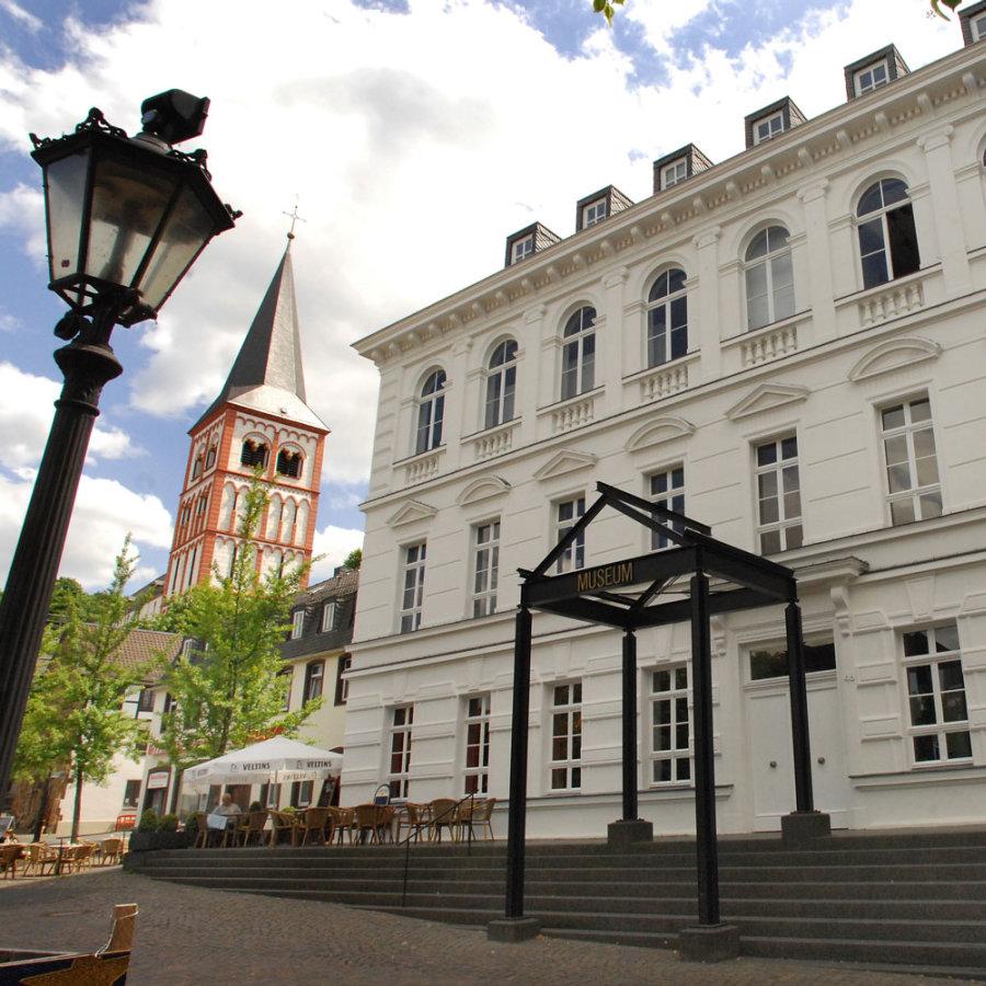 Das Bild zeigt das Siegburger Stadtmsueum am Markt.
