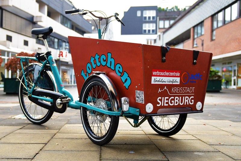 """Auf dem Bild ist das Siegburger Lastenrad """"Lottchen"""" zusehen"""