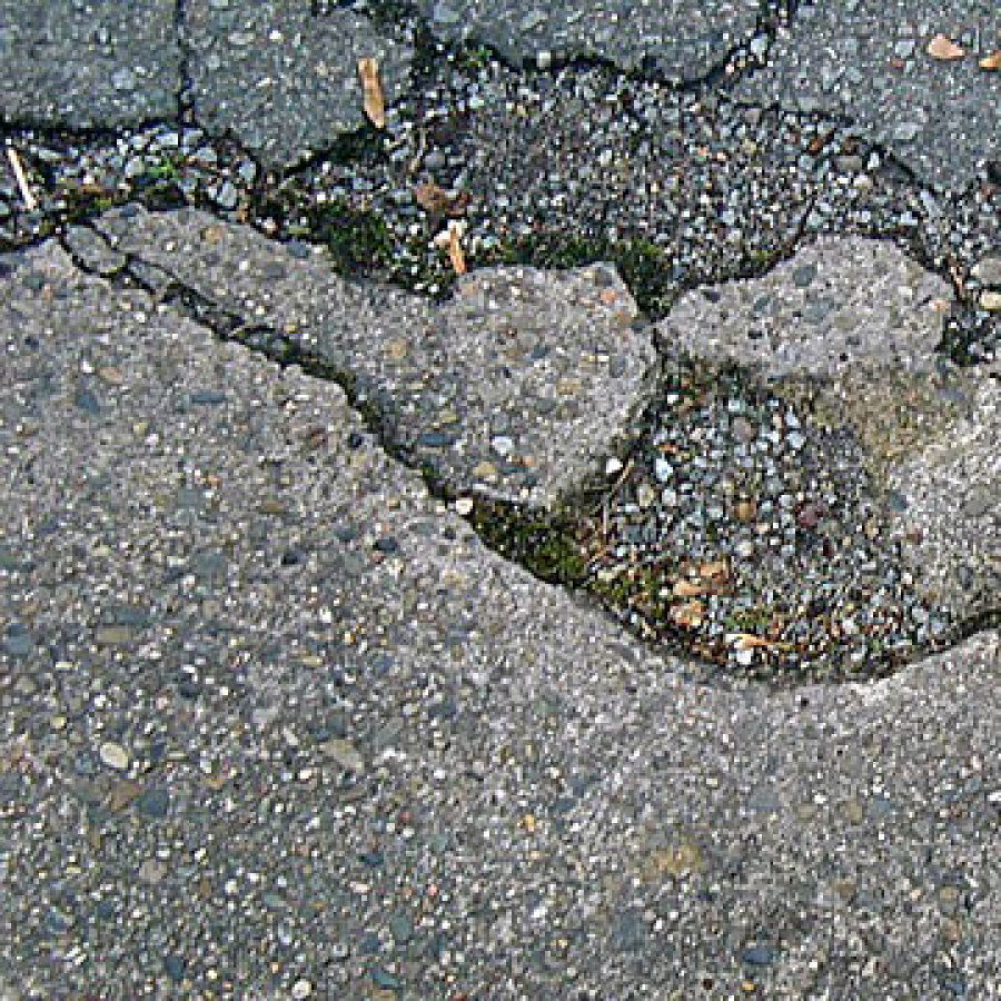 Das Bild zeigt Straßenschäden