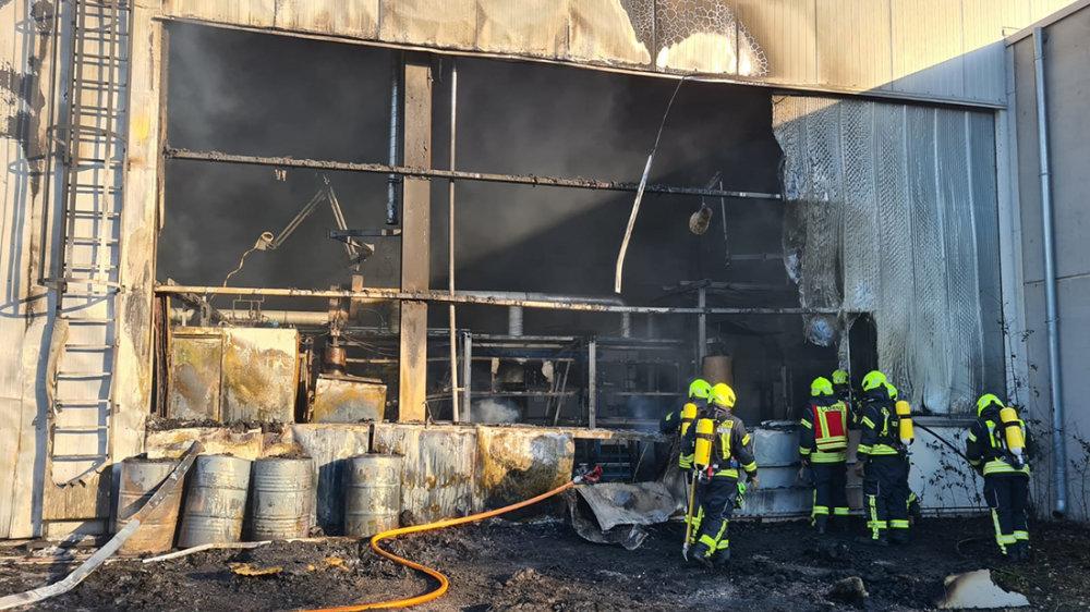 Großbrand beim Maschinenbauer Hennecke in St. Augustin-Birlinghoven