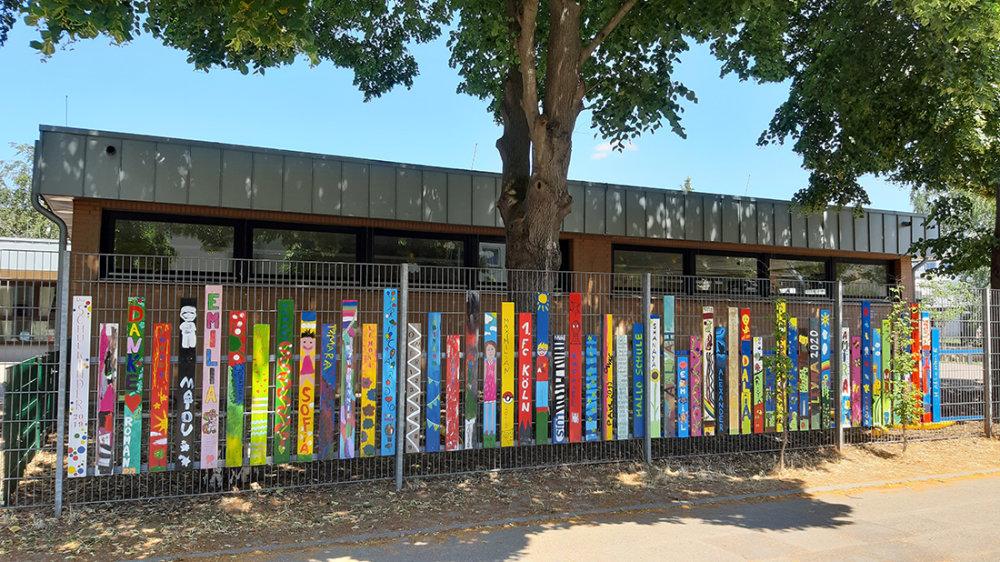 Der bunte Kindergartenzaun