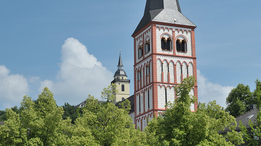 Marktplatz mit St. Servatius und Abtei