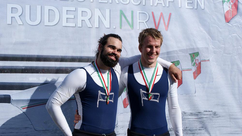 Julius Lingnau (links) und Niklas Mäger bei der Siegerehrung für ihre Bronzemedaille