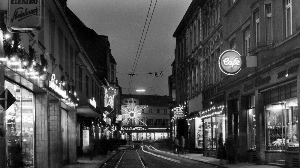 Kaiserstraße um 1960, links Wasser Elektro Steinhauer, rechts Cafe Sünner, hinten Hülster