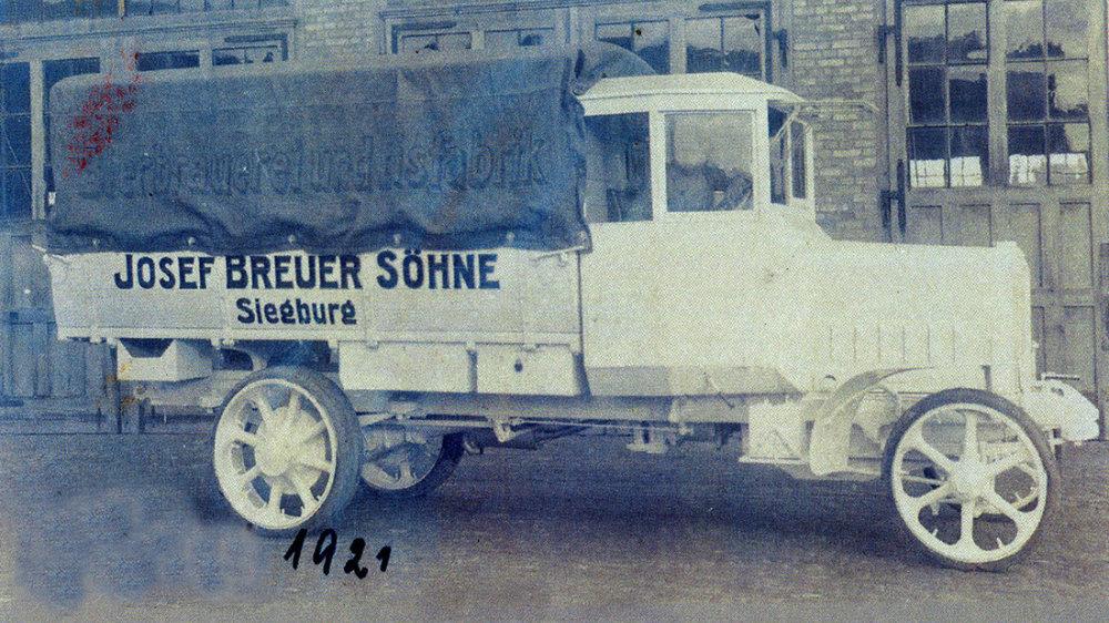 Lieferfahrzeug der Brauerei Breuer in der Luisenstraße