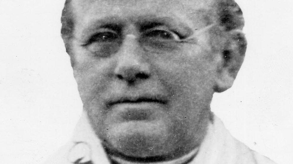 Adolf Hubert Bamberg, 1917 zum Ehrenbürger der Stadt ernannt, nach ihm ist eine Straße an der Anno-Kirche benannt