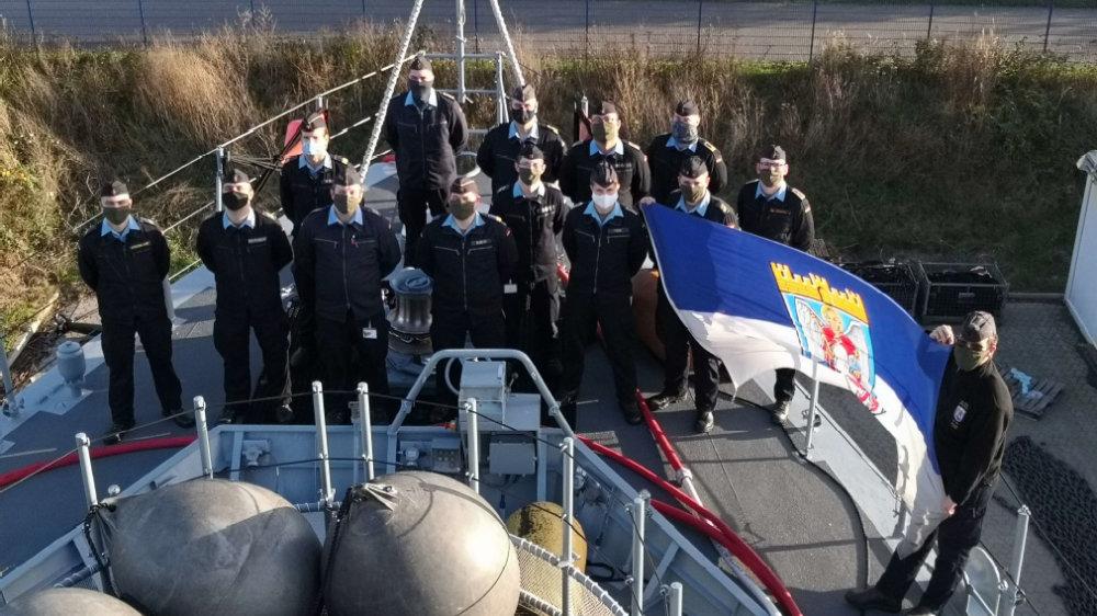 """Das Patenboot """"Siegburg"""" mit Mannschaft"""