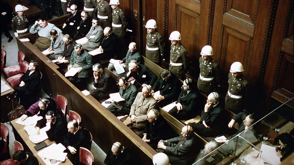 Angeklagtenbank der Nürnberger Prozesse im November 1945