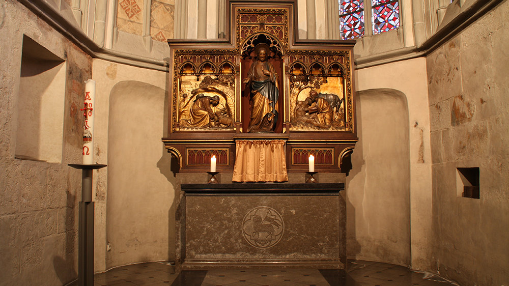 Der dreiteilige Altaraufsatz im Seitenschiff von St. Servatius