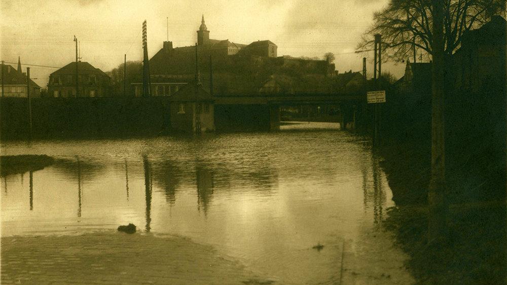 Silversterhochwasser - vom 31.12.1925 bis 3. Januar 1926 stand die Unterführung Bonner Straße unter Wasser