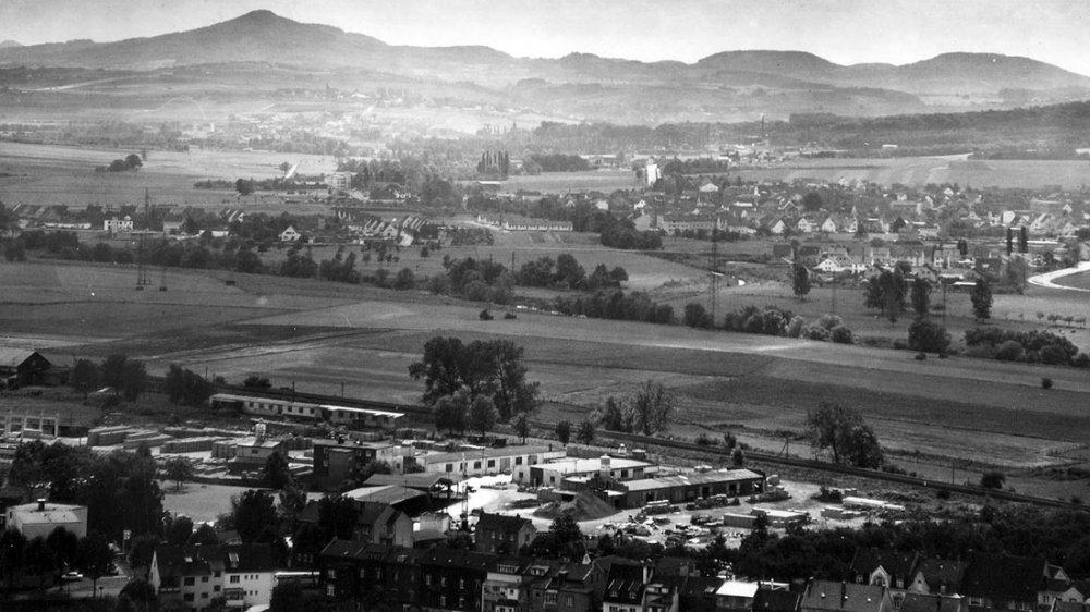 Bick über das Deichhaus Richtung Siebengebirge um 1955