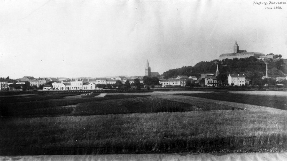 Blick aus Richtung Zange um 1890 auf Wilhelmstraße/Bahnhof, im Hintergrund die Abtei