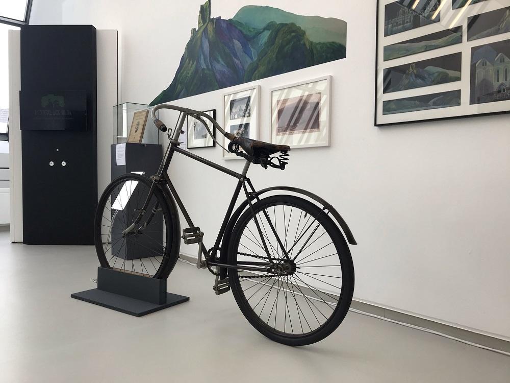 Fahrrad in der Humperdinck-Ausstellung im Stadtmuseum