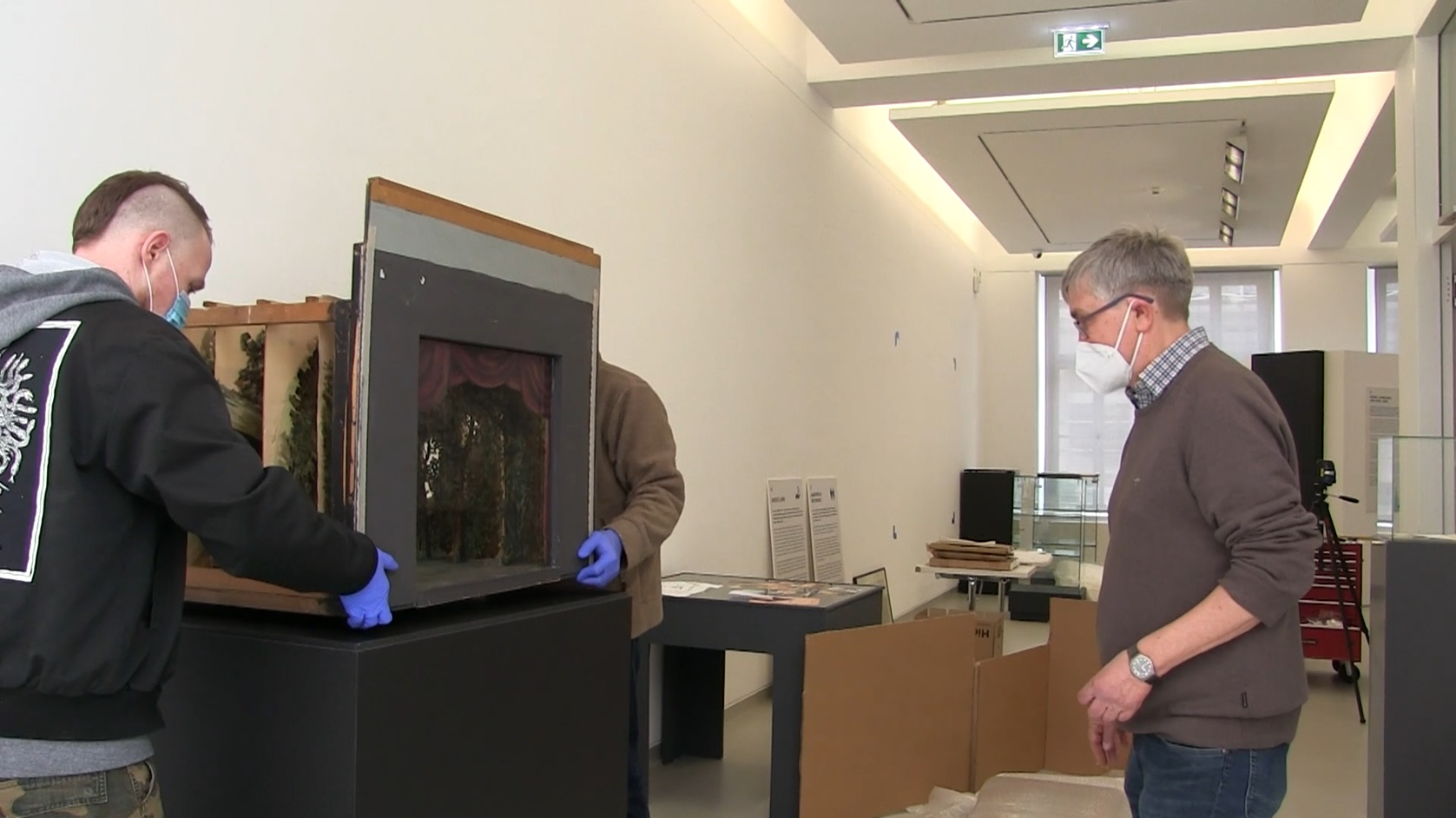"Aufbau der Ausstellung ""Hokuspokus Hexenschuss"""