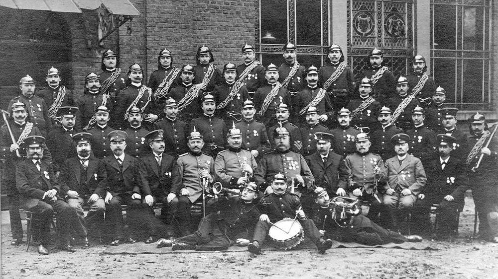 Feuerwehr Siegburg um 1900 vor dem Schützenhaus