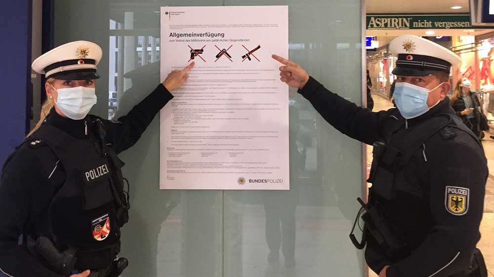Aushang - Bahnhof wird Waffenverbotszone