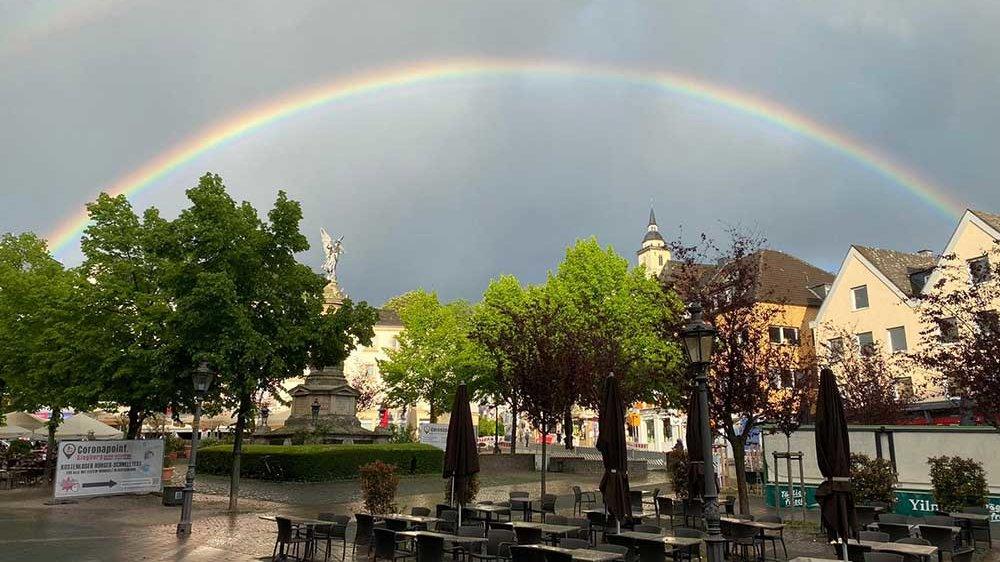 Ein Regenbogen über den Siegburger Markt