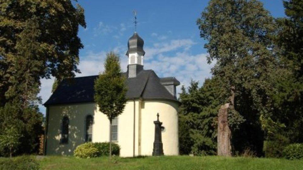 Die Nepomuk-Kapelle auf dem alten Friedhof an der Johannesstraße