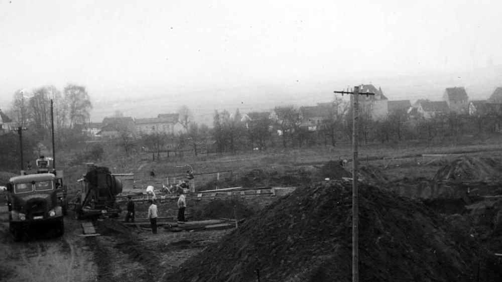 Blick von der Baustelle der Katholischen Kirche auf Kaldauen Mitte der 1950er-Jahre