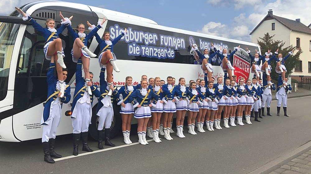 Funken Blau-Weiß am Bus