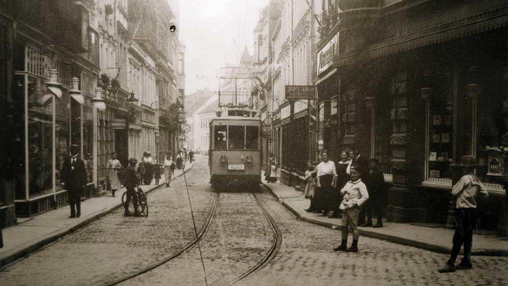 Tram auf der Kaiserstraße in den 1920er Jahren