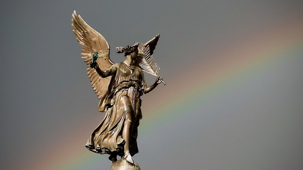 Victoria vor einem Regenbogen
