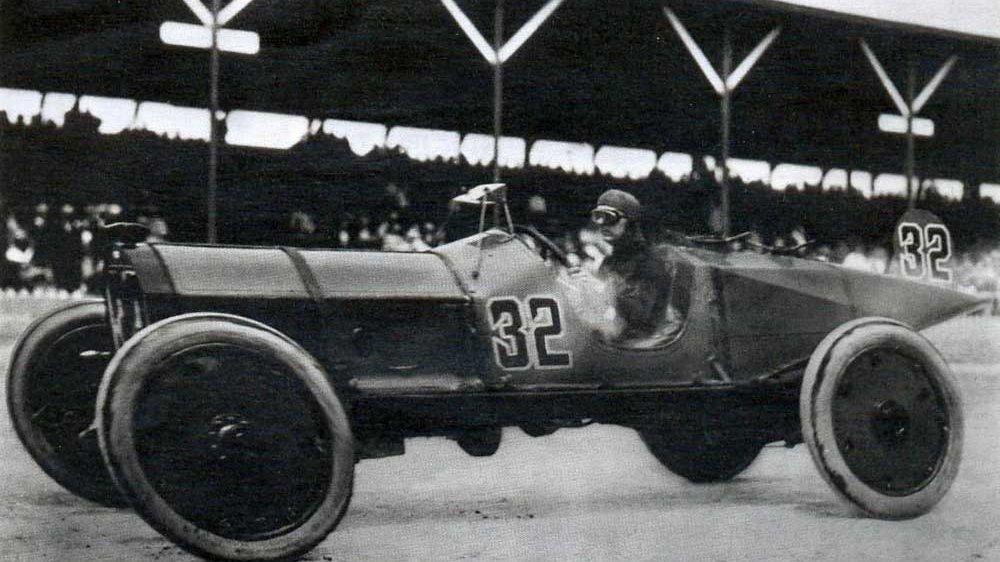 Ray Harroun gewinnt das erste 500-Meilen-Rennen von Indianapolis 1911