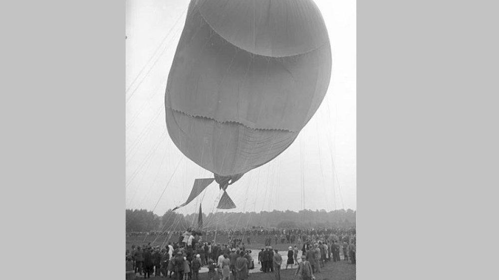 Der Schweizer Wissenschaftler Auguste Piccard in einen Stratosphären-Ballon