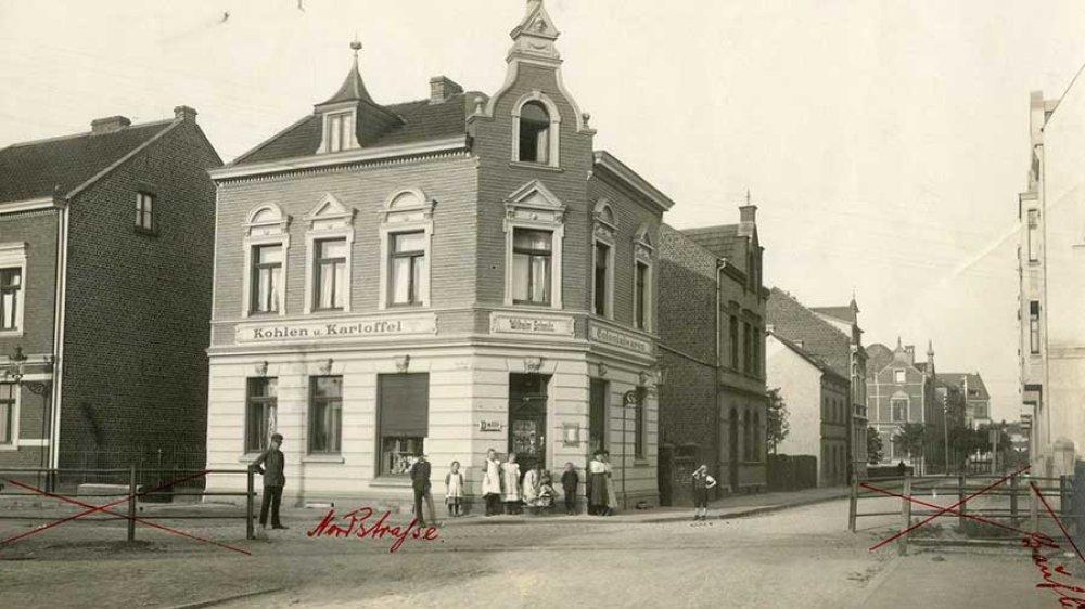 Kolonialwaren und Kohlen an der Ecke Kronprinzenstraße/Nordstraße 1912