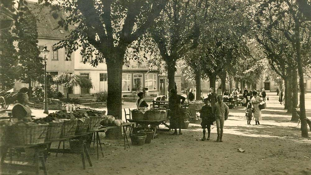 Siegburger Wochenmarkt um 1920