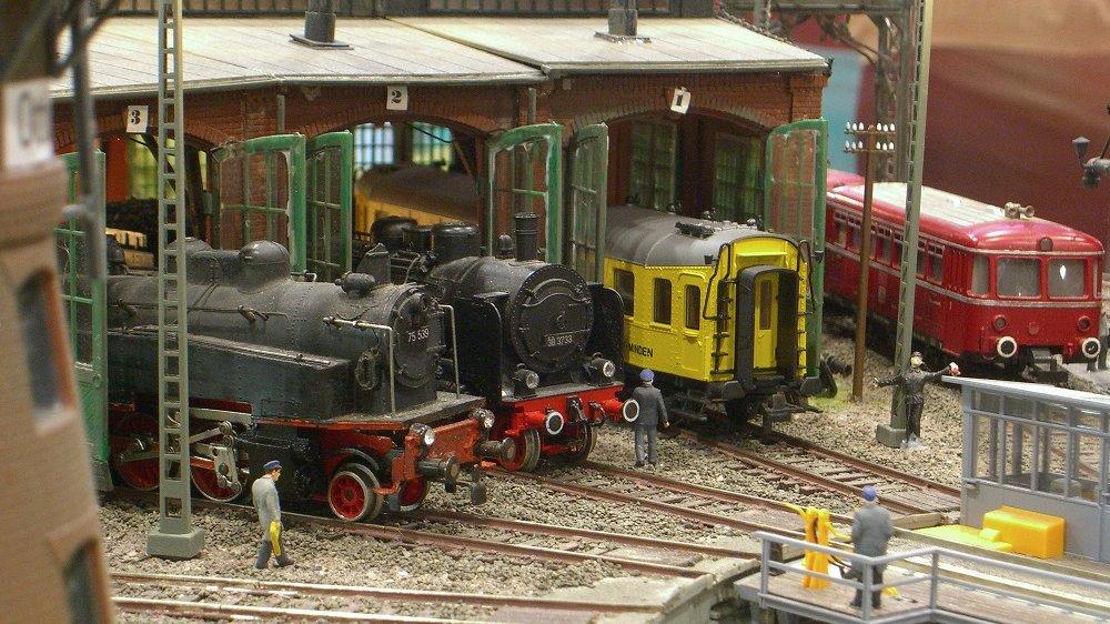 Modelbahnhof mit Modelbahnen