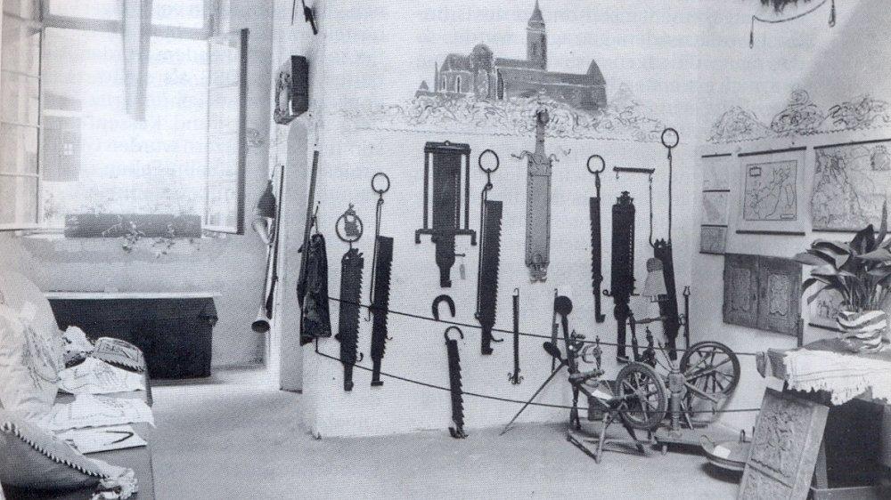 Blick in einen Ausstellungsraum auf der Abtei im Juli 1916