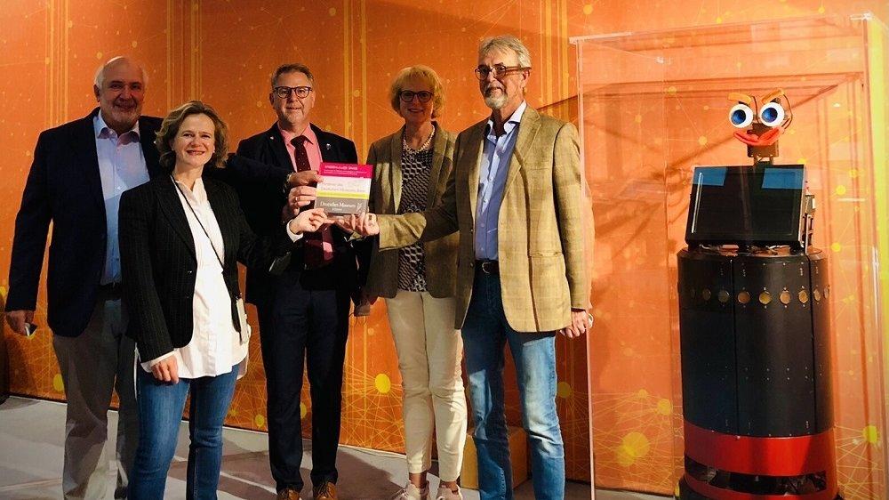 Antonio Casellas (Wissenschaf(f)t Spass), Andrea Niehaus (Deutsches Museum Bonn), Thomas Wagner (Rotary Club), Sabine Rentrop (Wissenschaf(f)t Spass) und Lutz Warkalla (Rotary Club)